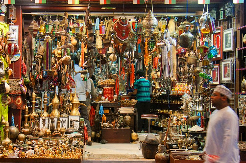 How to take a walk through the old bazaar in Abu Dhabi