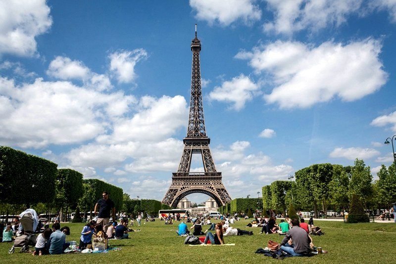 Picnic at Champ de Mars.