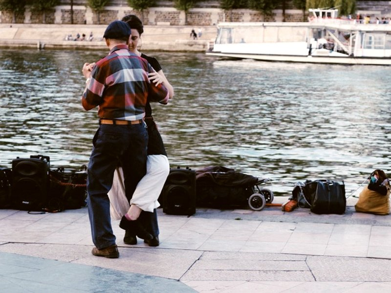 Tango on the banks of the Seine.