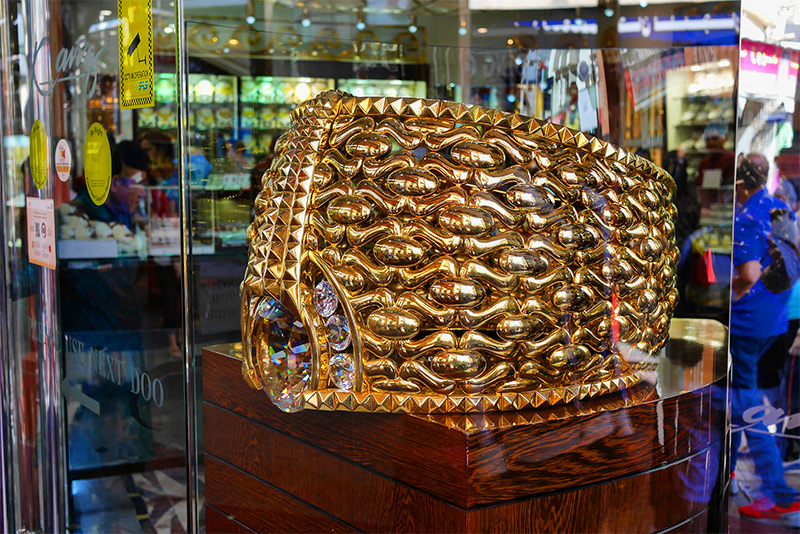 The largest gold ring in the world