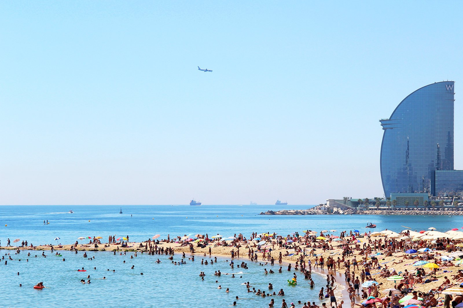 How to take a sun tan on the Barceloneta Beach in Barcelona