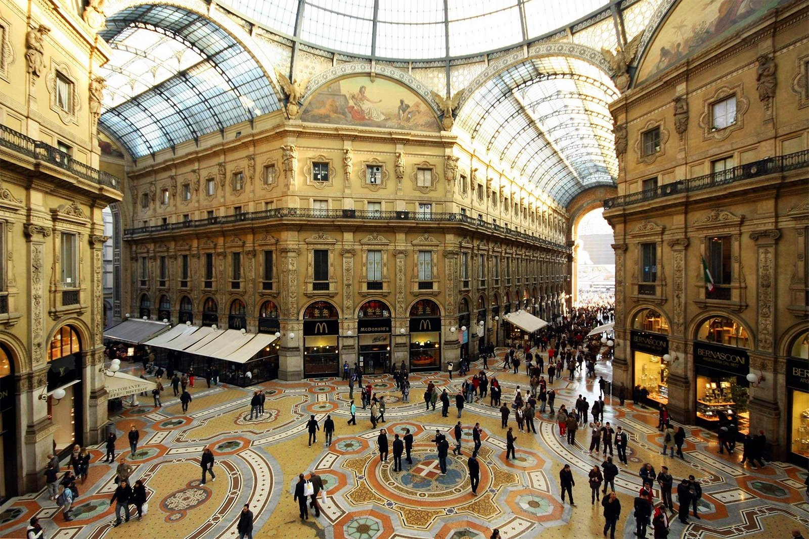 How to walk through the Galleria Vittorio Emanuele II in Milan