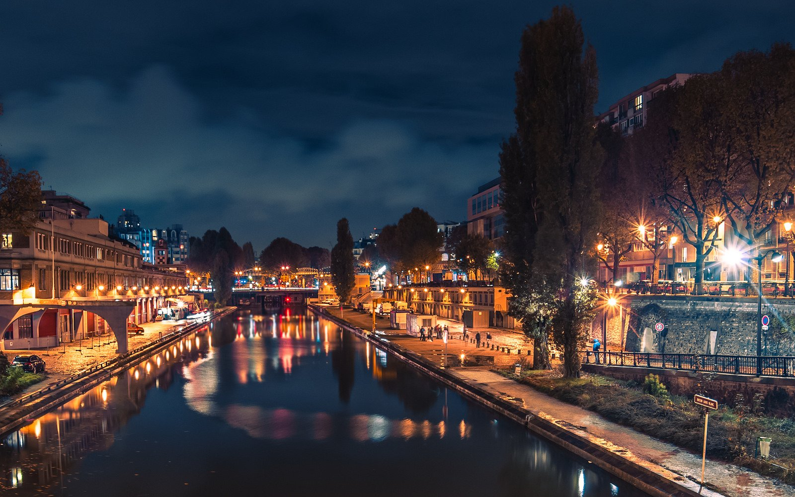 How to take a walk along the canal Saint-Martin in Paris