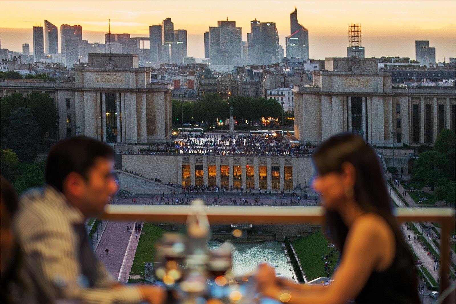 How to have a diner on the Eiffel Tower in Paris