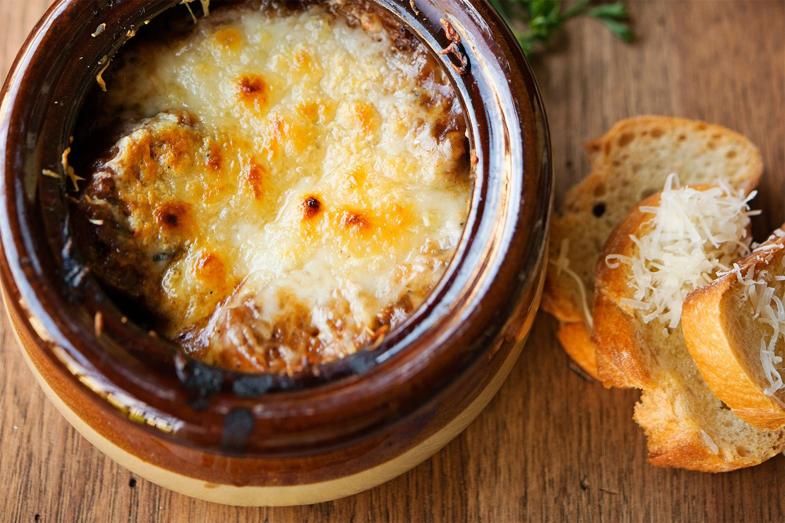 How to try onion soup in Paris