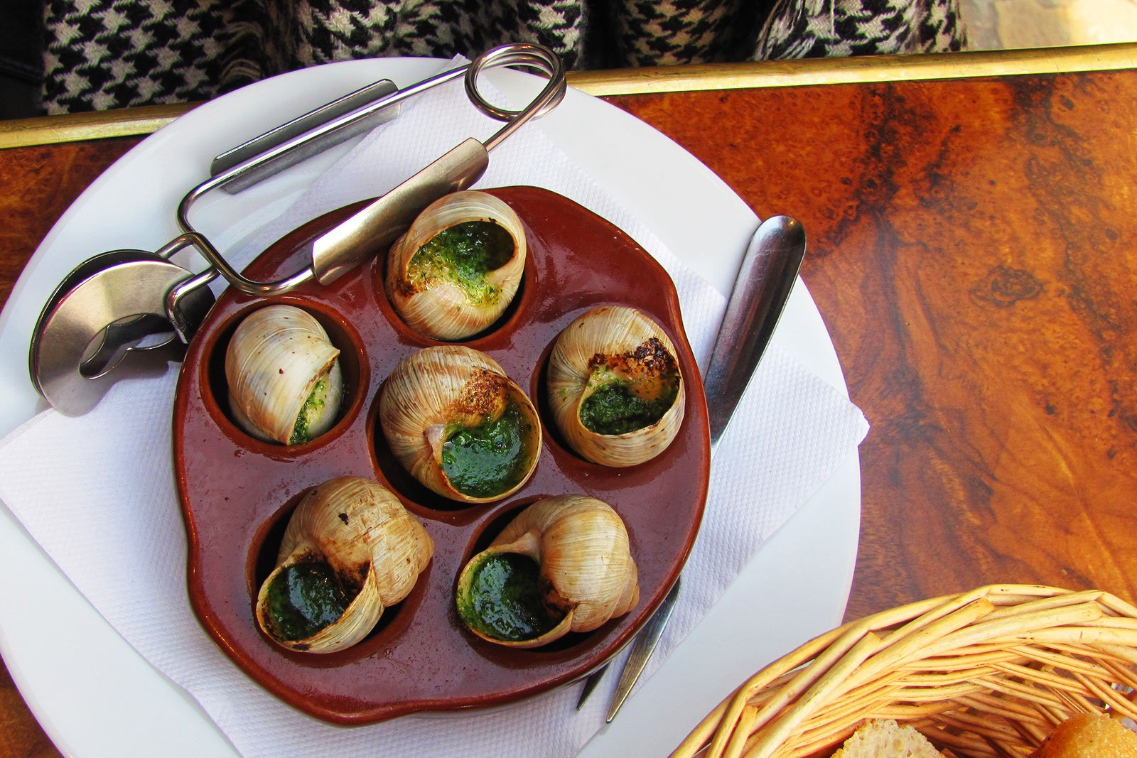 How to try an escargot in Paris