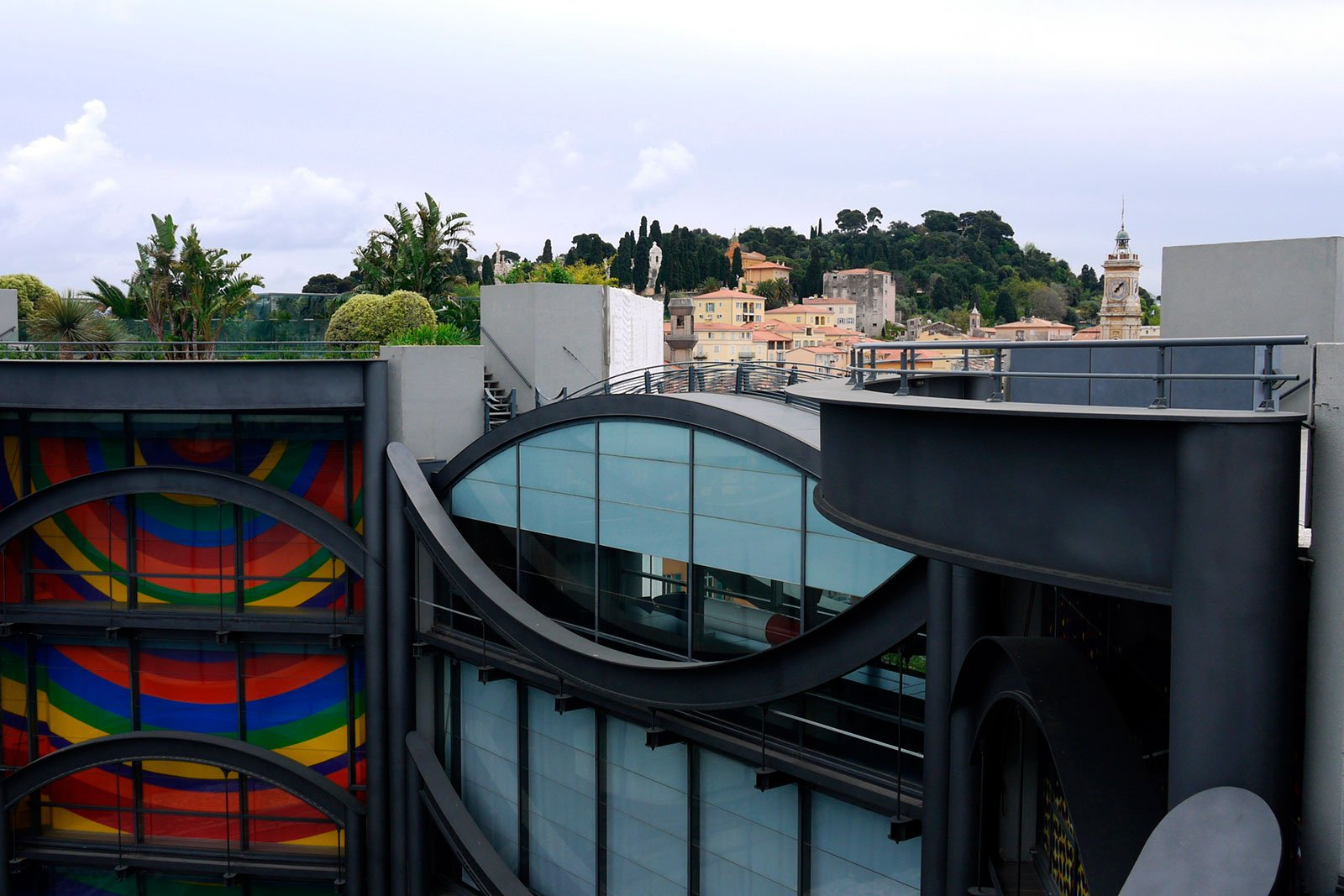 How to climb up the Museum of Modern and Contemporary Art in Nice