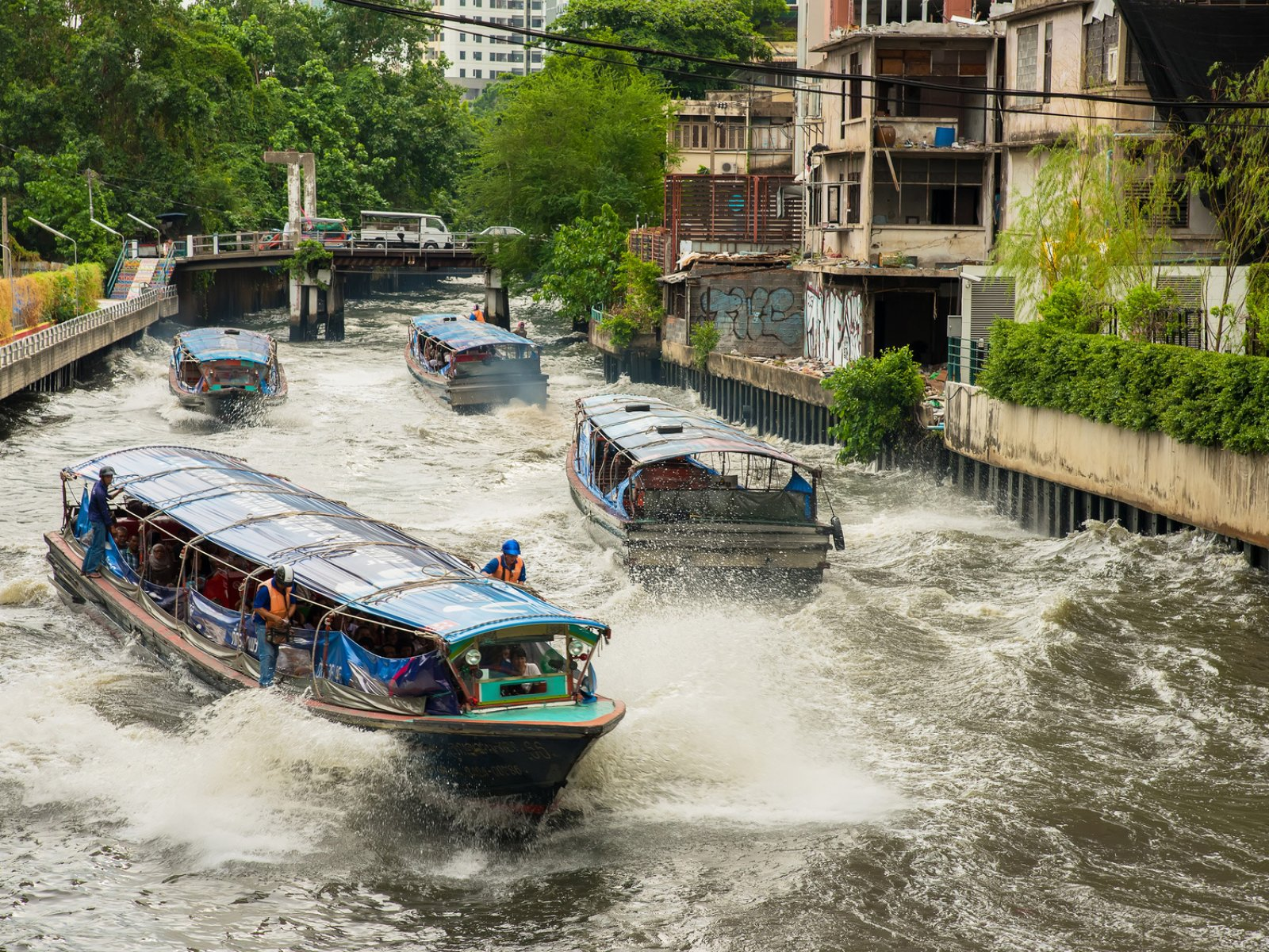How to ride in a boat on the canals of Bangkok in Bangkok