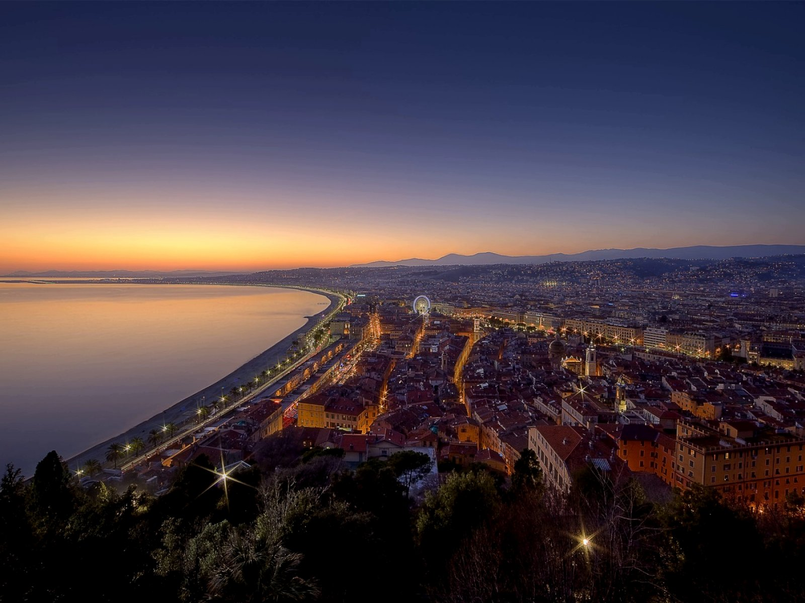 How to see the sunset from the top of Castle Hill in Nice