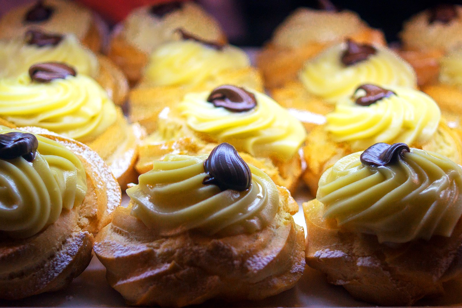 How to try zeppole in Rome
