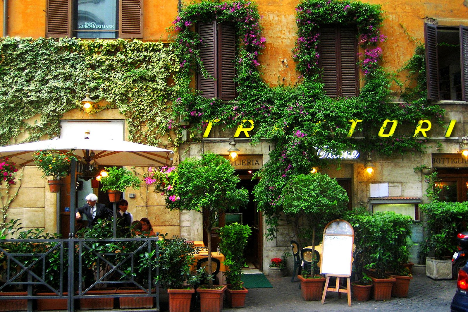 How to have a dinner in trattoria in Rome
