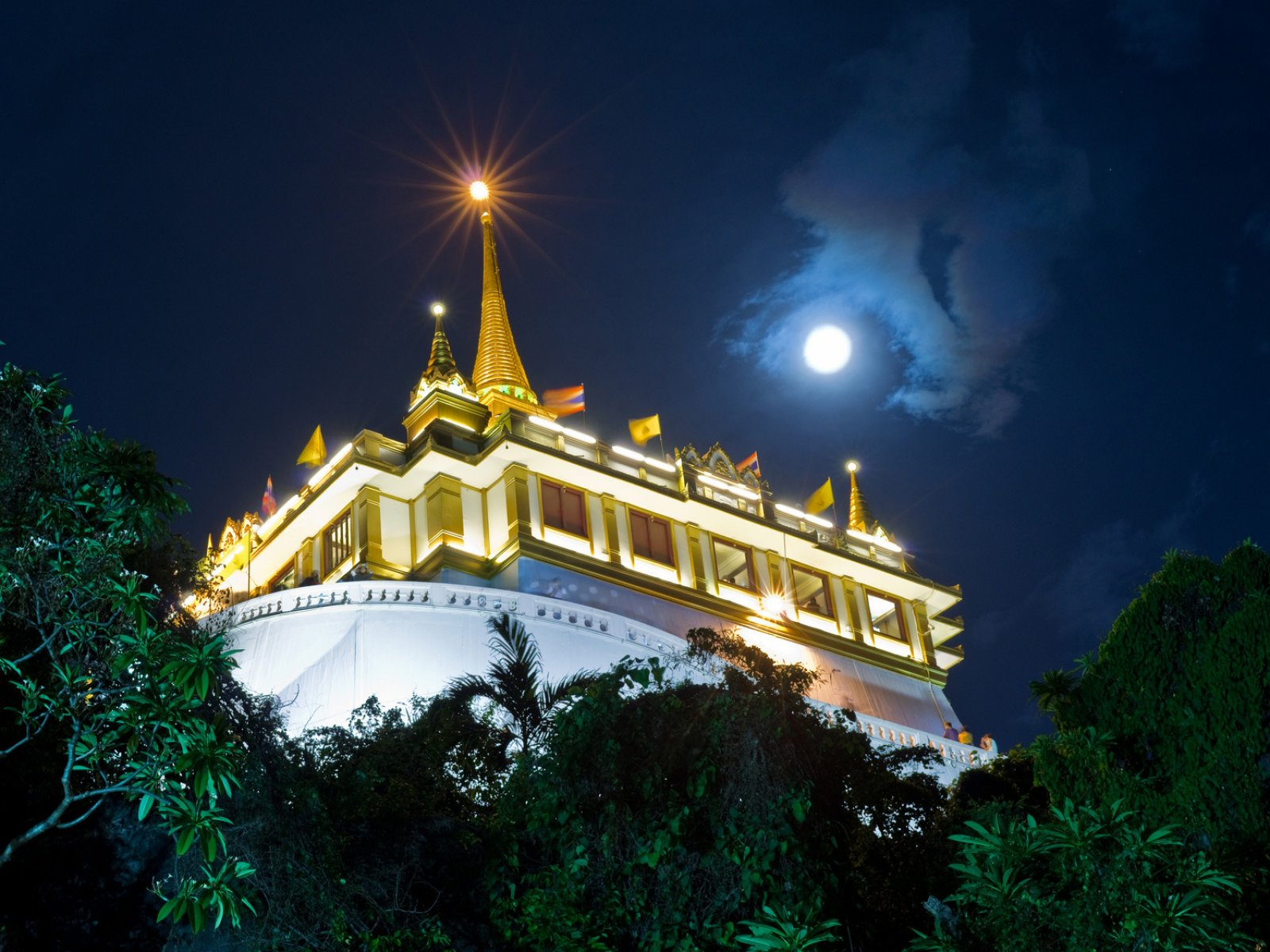 How to get on the top of the Temple of the Golden Mount in Bangkok