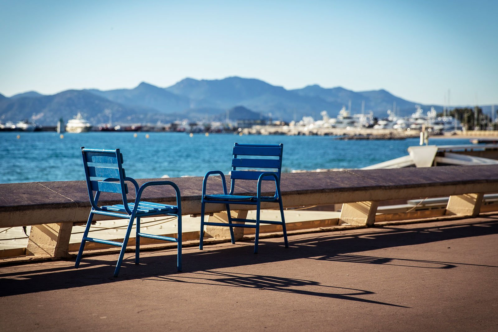 How to have a rest in the blue chair on the Promenade de la Croisette in Cannes