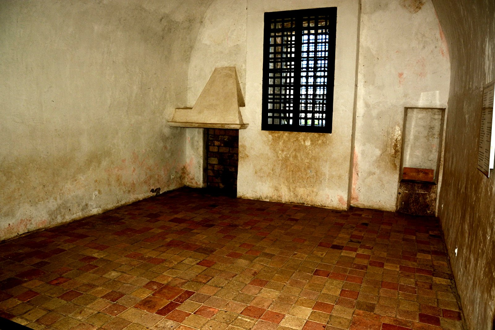 How to visit the Iron Mask prison cell in Cannes