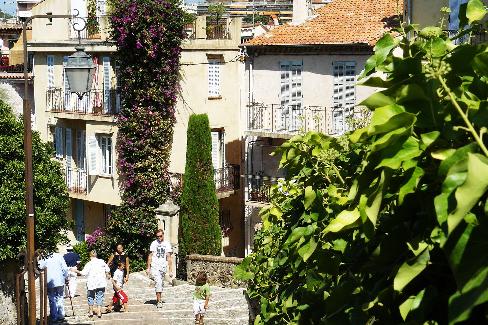 How to walk through the Old City in Cannes