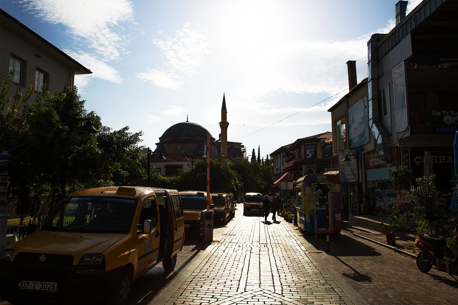How to walk through the Kaleiçi district in Antalya