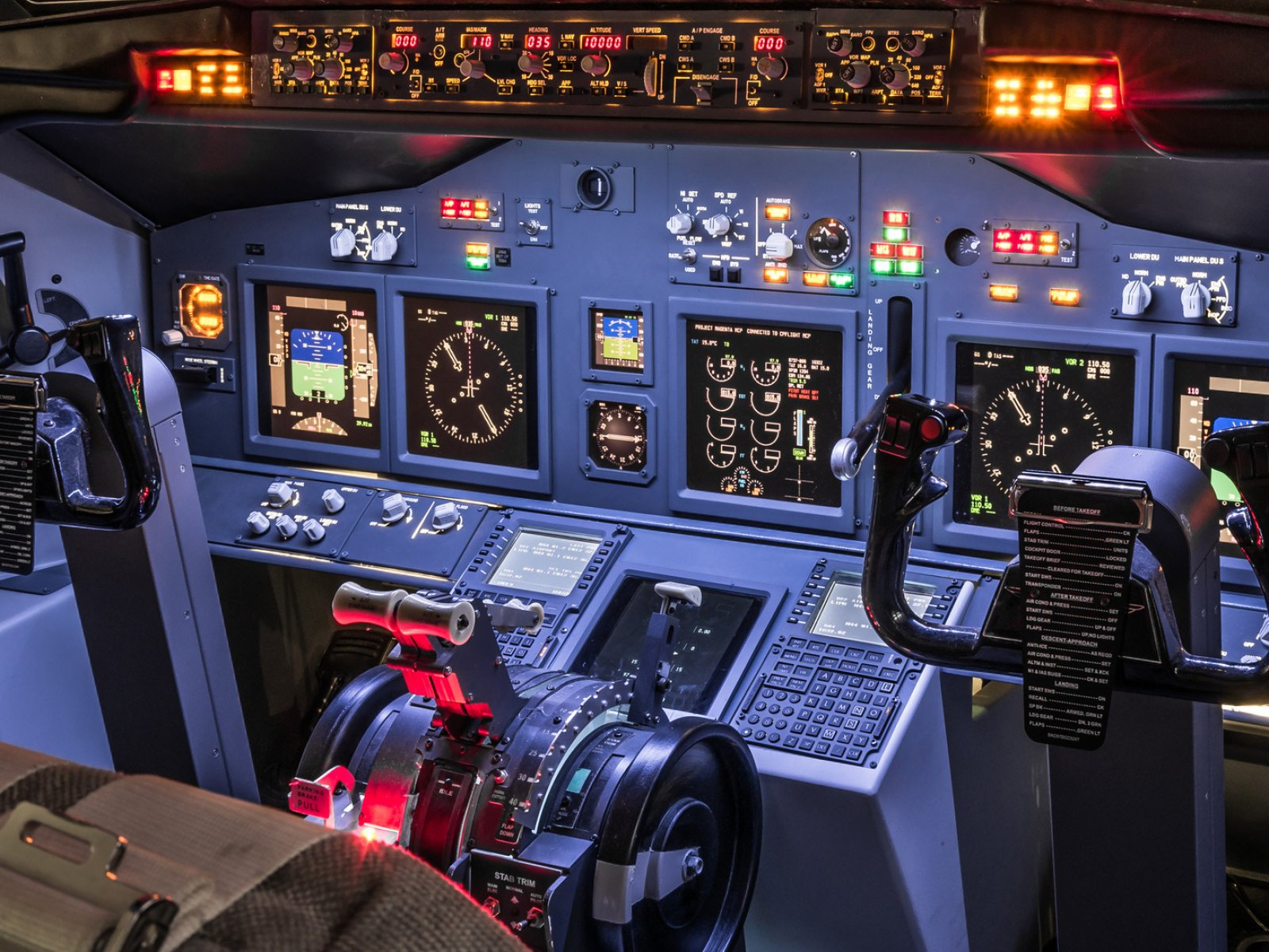How to pilot a Boeing 737 in Bangkok