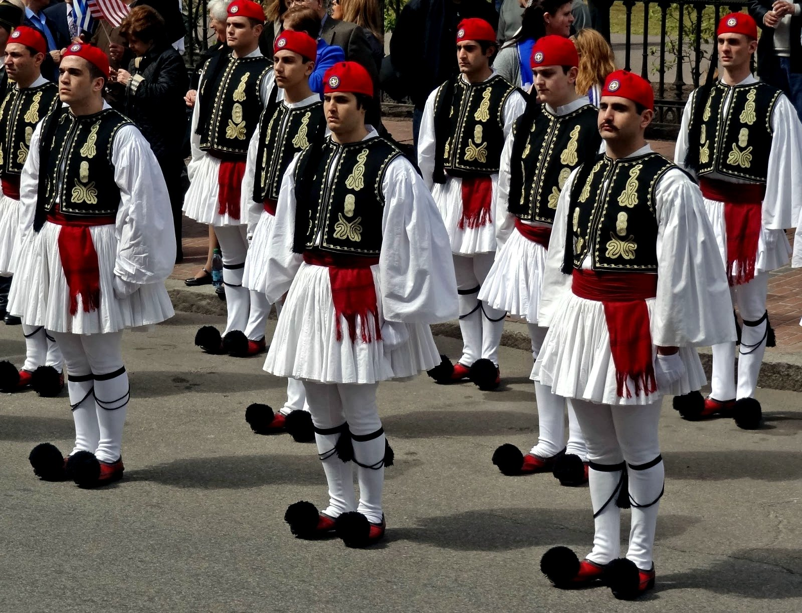 How to see changing the guard of the Evzones in Athens