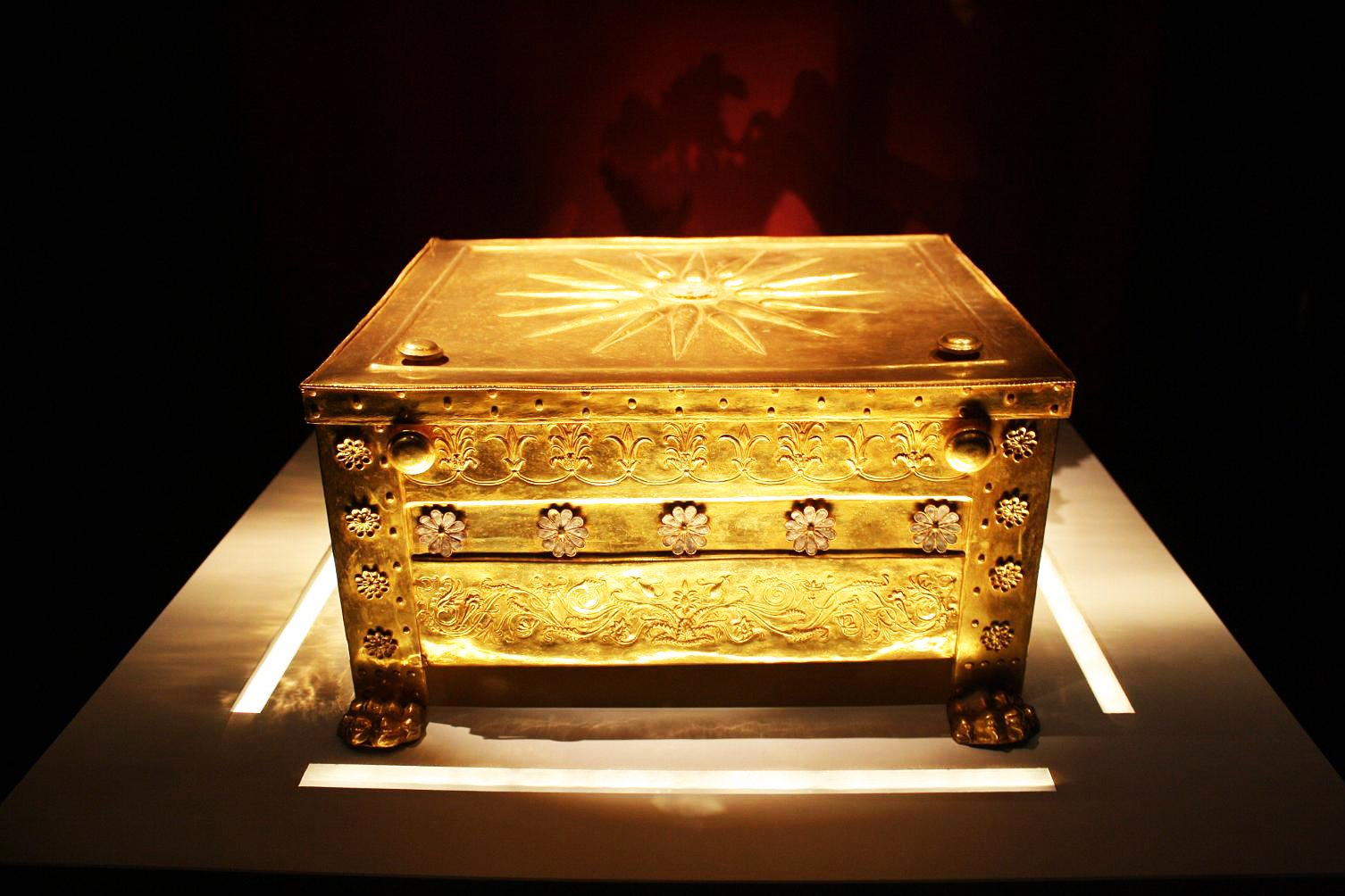 How to watch the golden coffin of Philip II in Thessaloniki