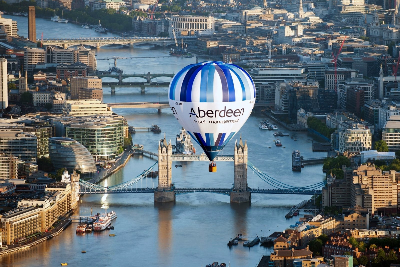How to fly on a hot air balloon in London