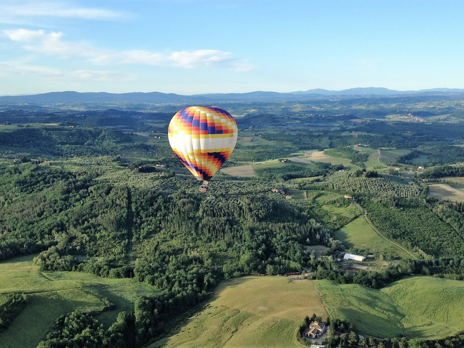 How to fly in a hot air balloon over Tuscany in Florence