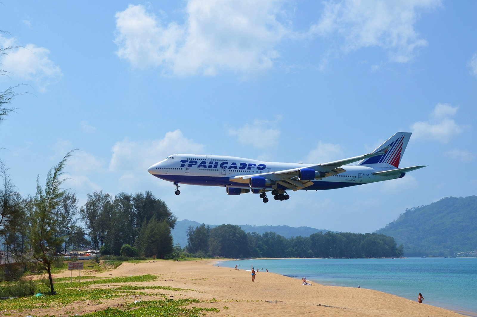 How to watch the plane landing in a glissade in Phuket