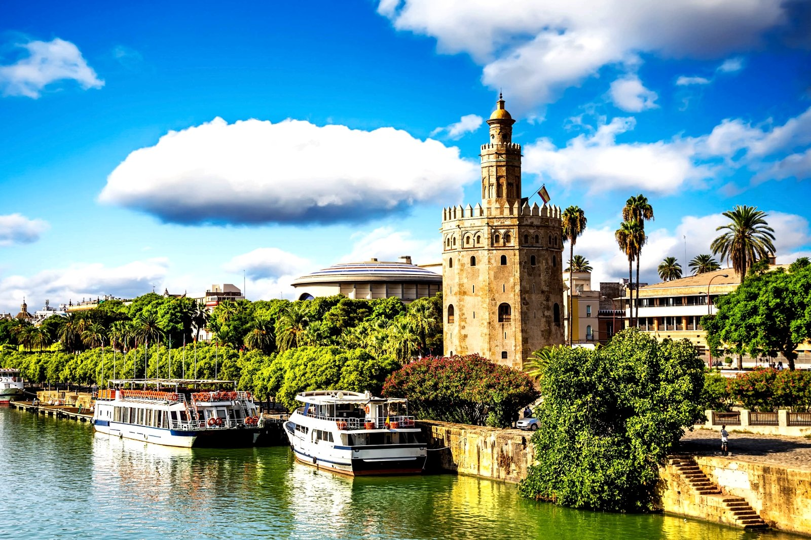 How to ride a river tram in Seville