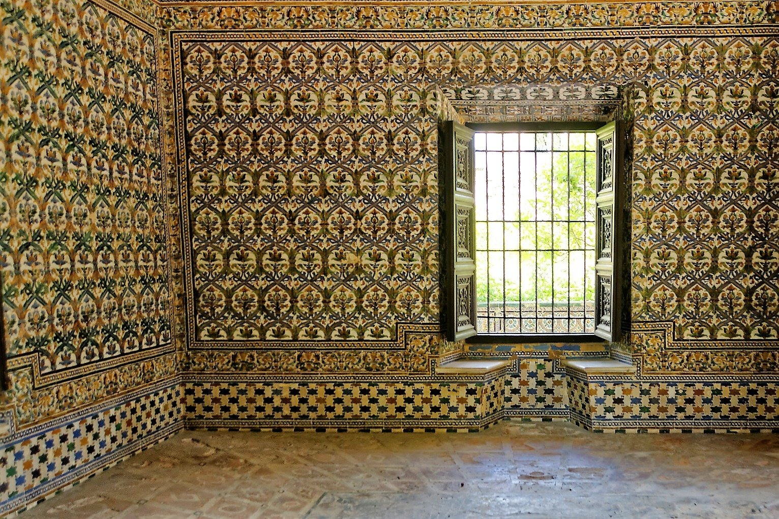 How to visit the appartments of Charles V in Seville