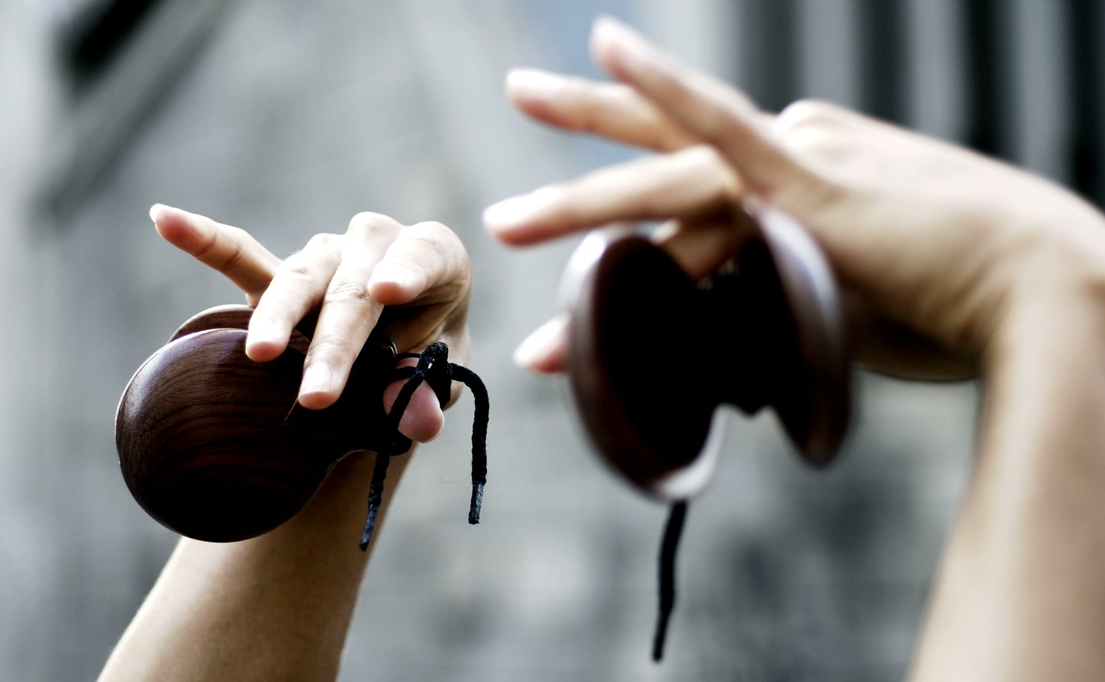 How to buy castanets for flamenco in Seville