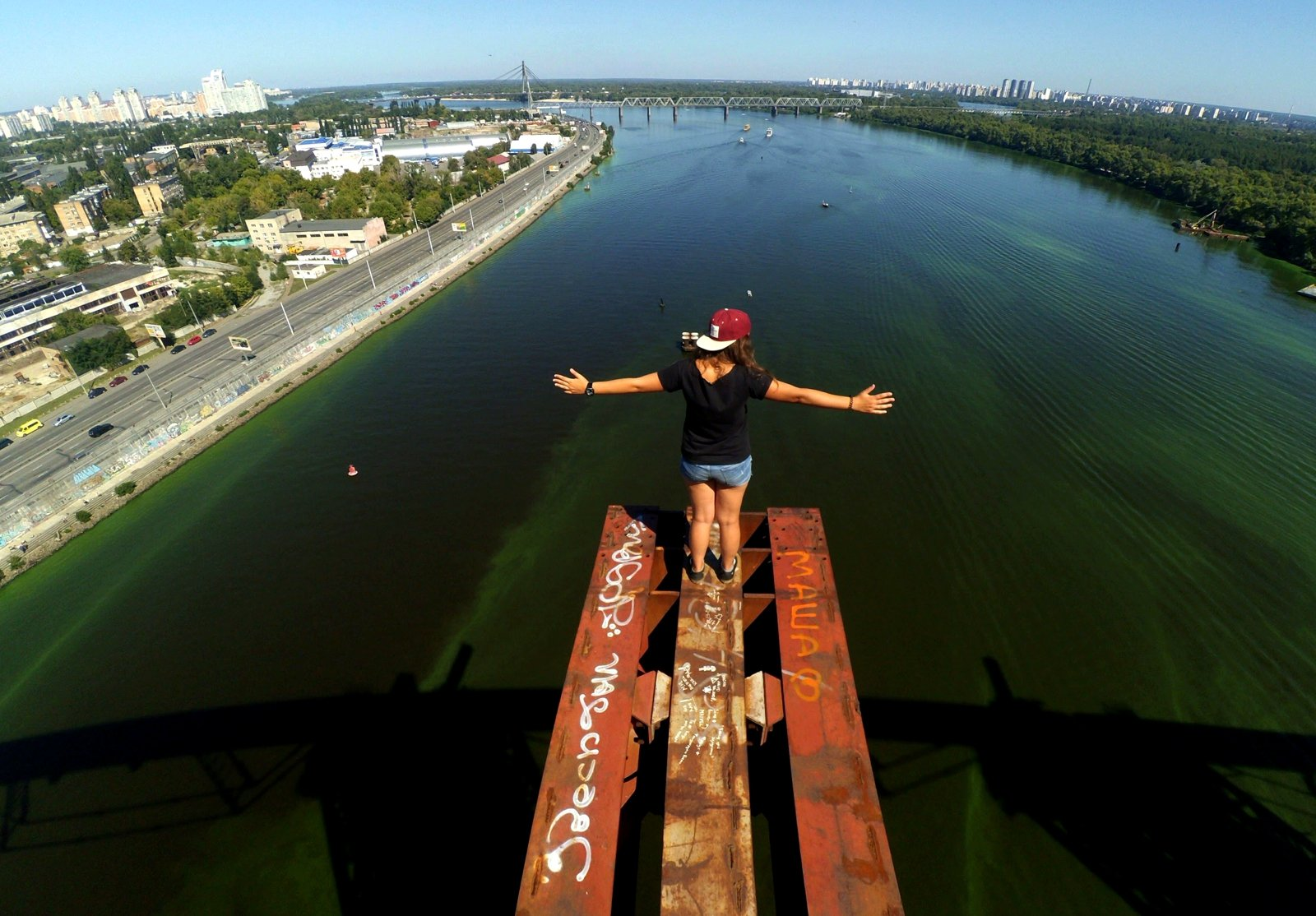 How to climb the Podilsko-Voskresensky Bridge in Kiev