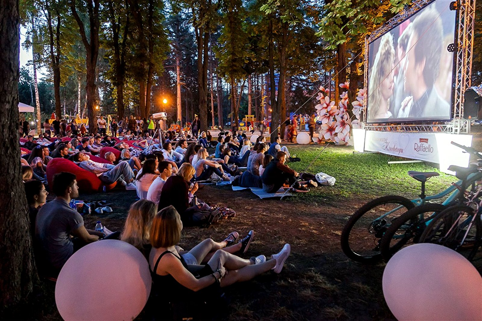 How to watch a movie in the open-air cinema in Lviv