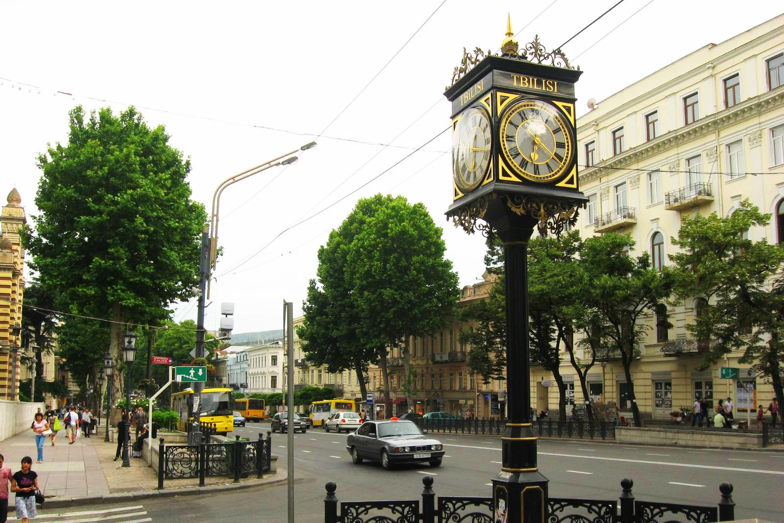How to walk along Rustaveli Avenue in Tbilisi