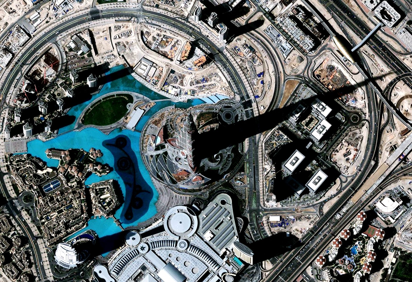How to see the 8 kilometer shadow of Burj Khalifa in Dubai
