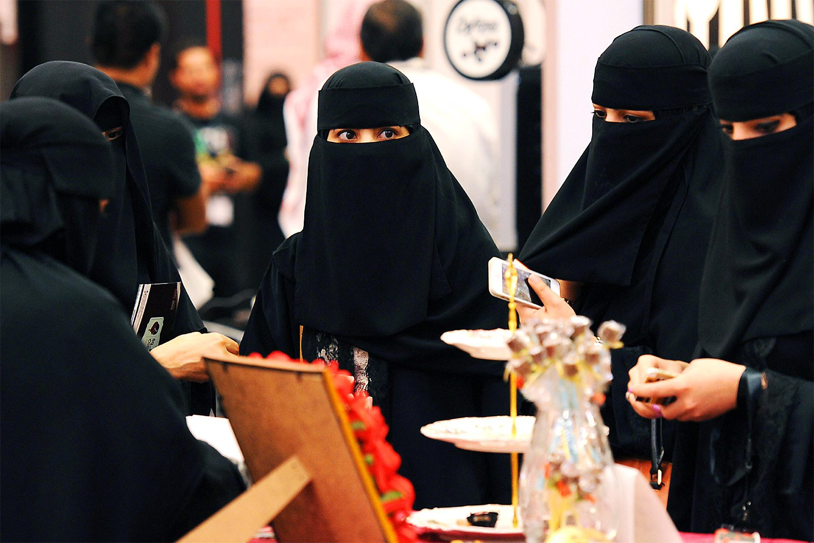 How to try on niqab in Dubai