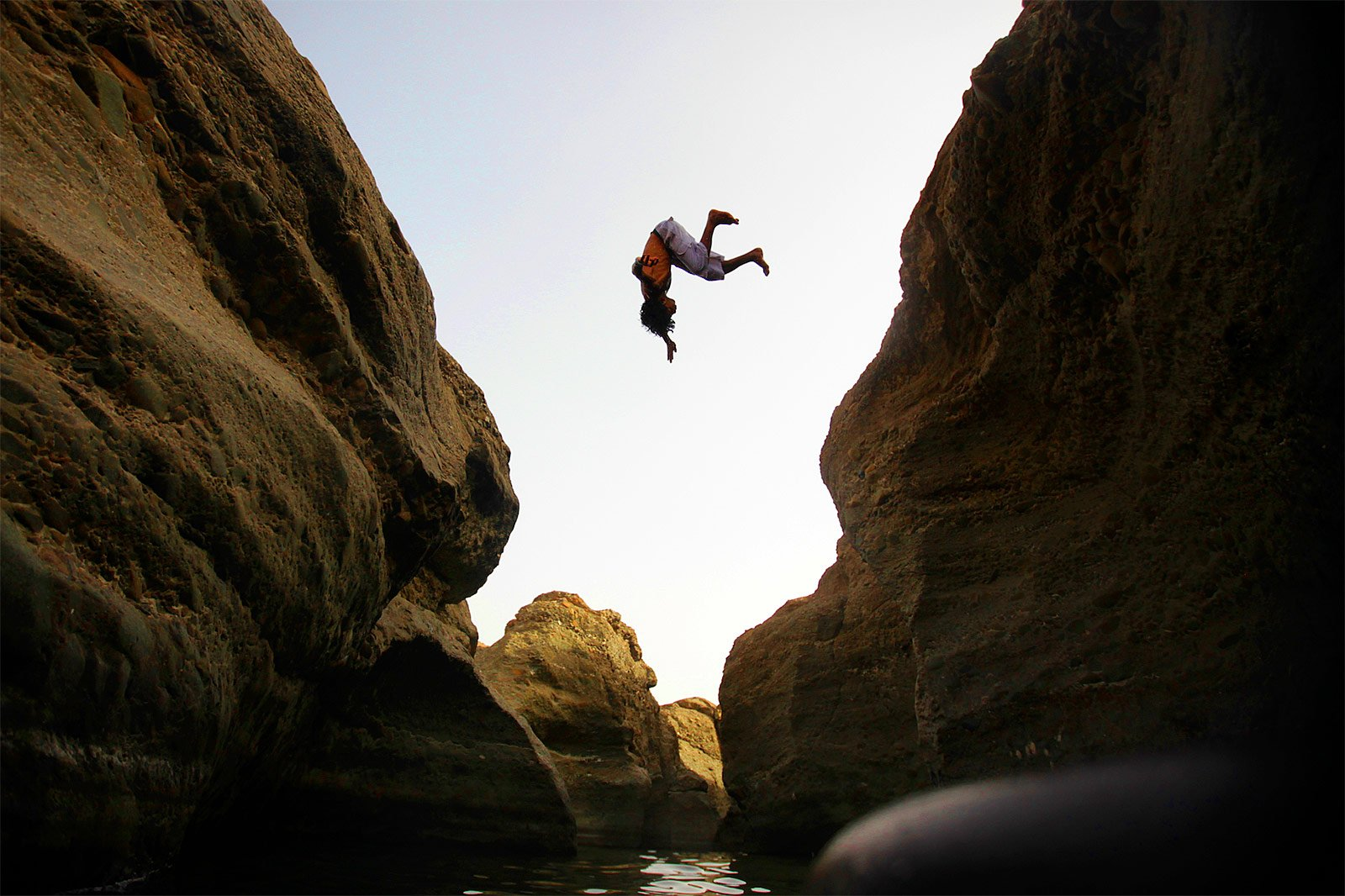 How to try canyon cliff diving and waterfall swimming in Hatta in Dubai