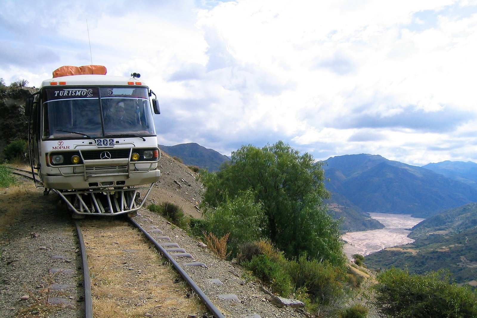 How to take a ride on a rail bus in Sucre
