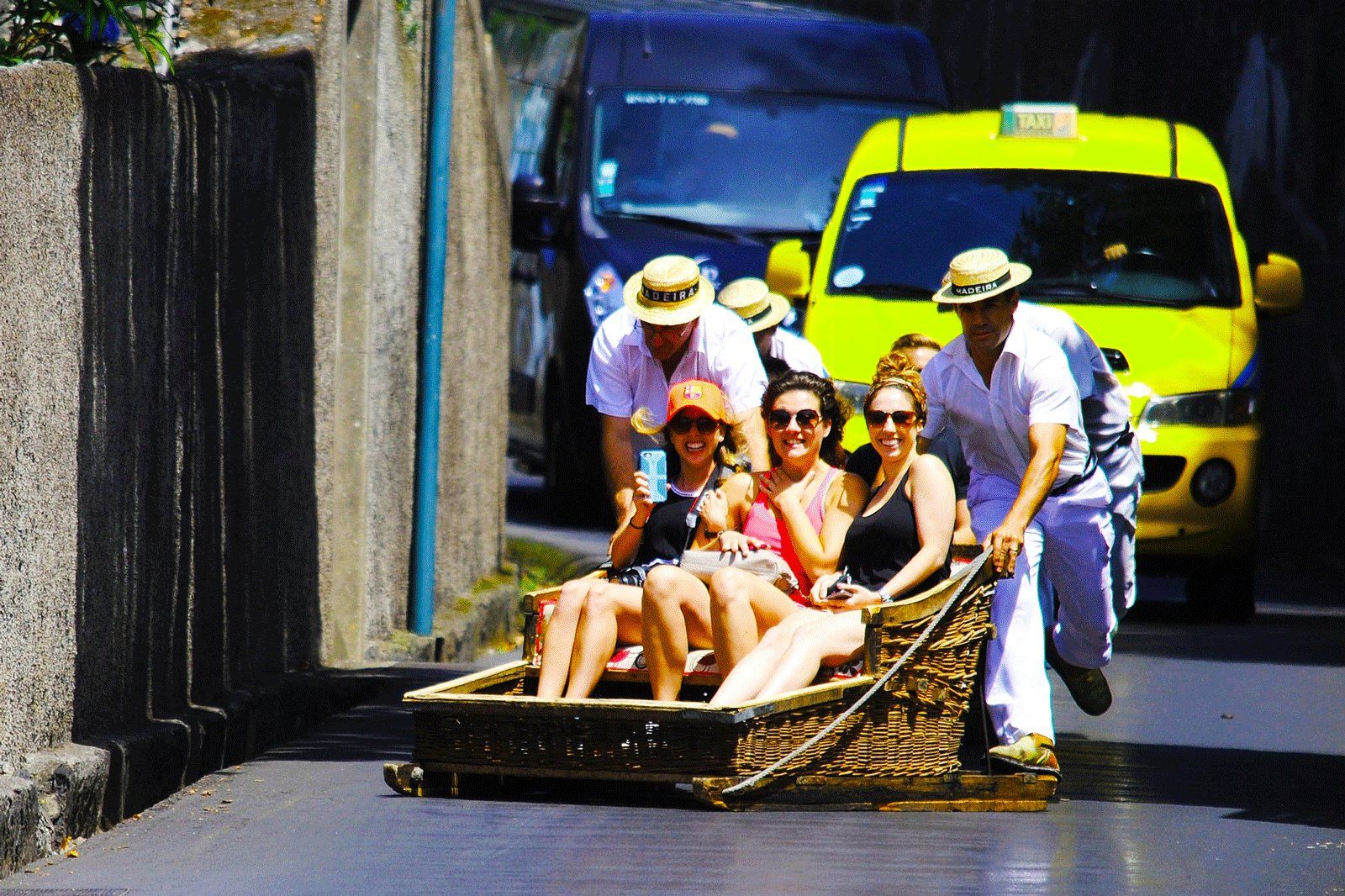 How to ride in toboggan wooden sledge down asphalt road on Madeira