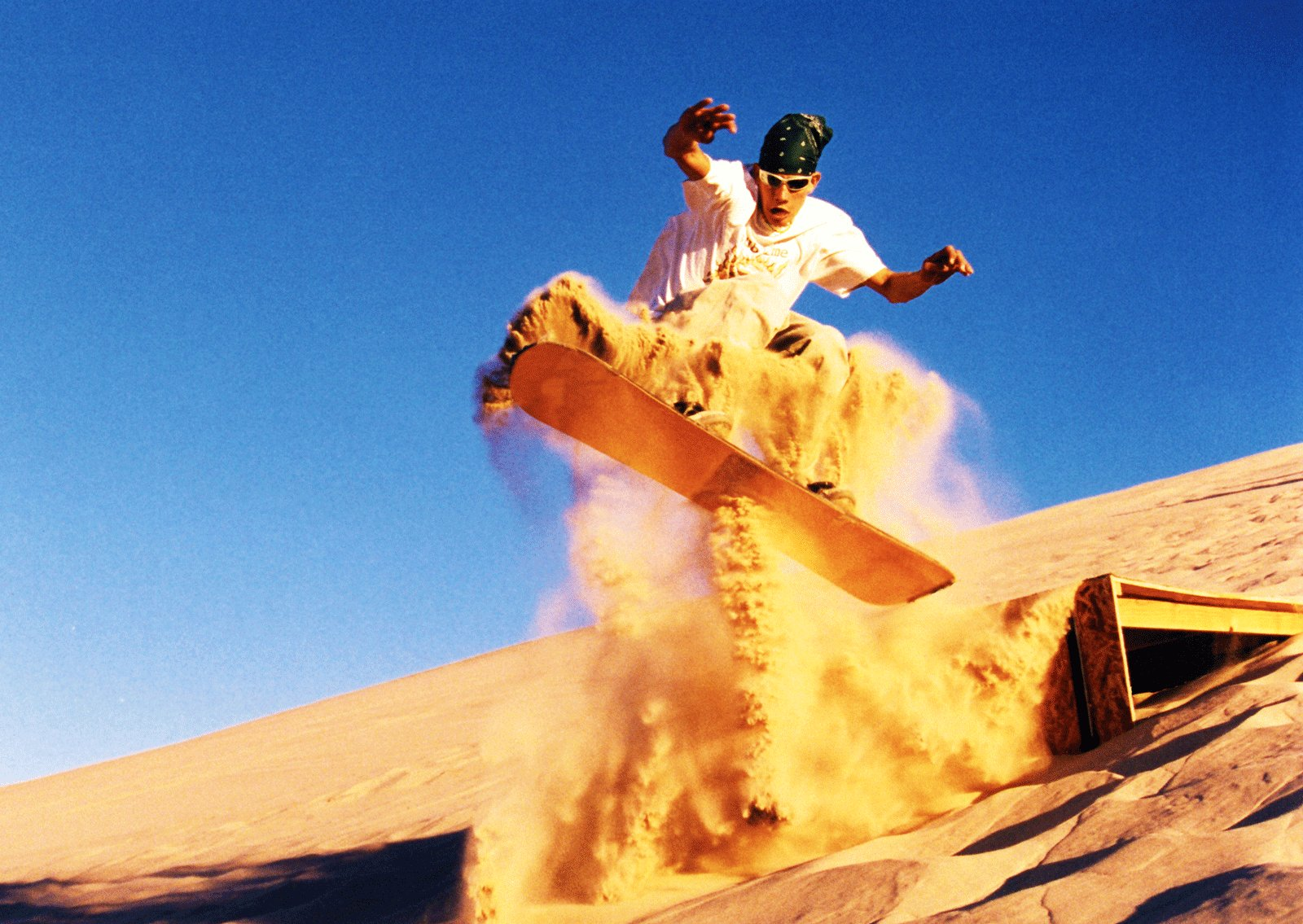 How to go sandboarding in Abu Dhabi