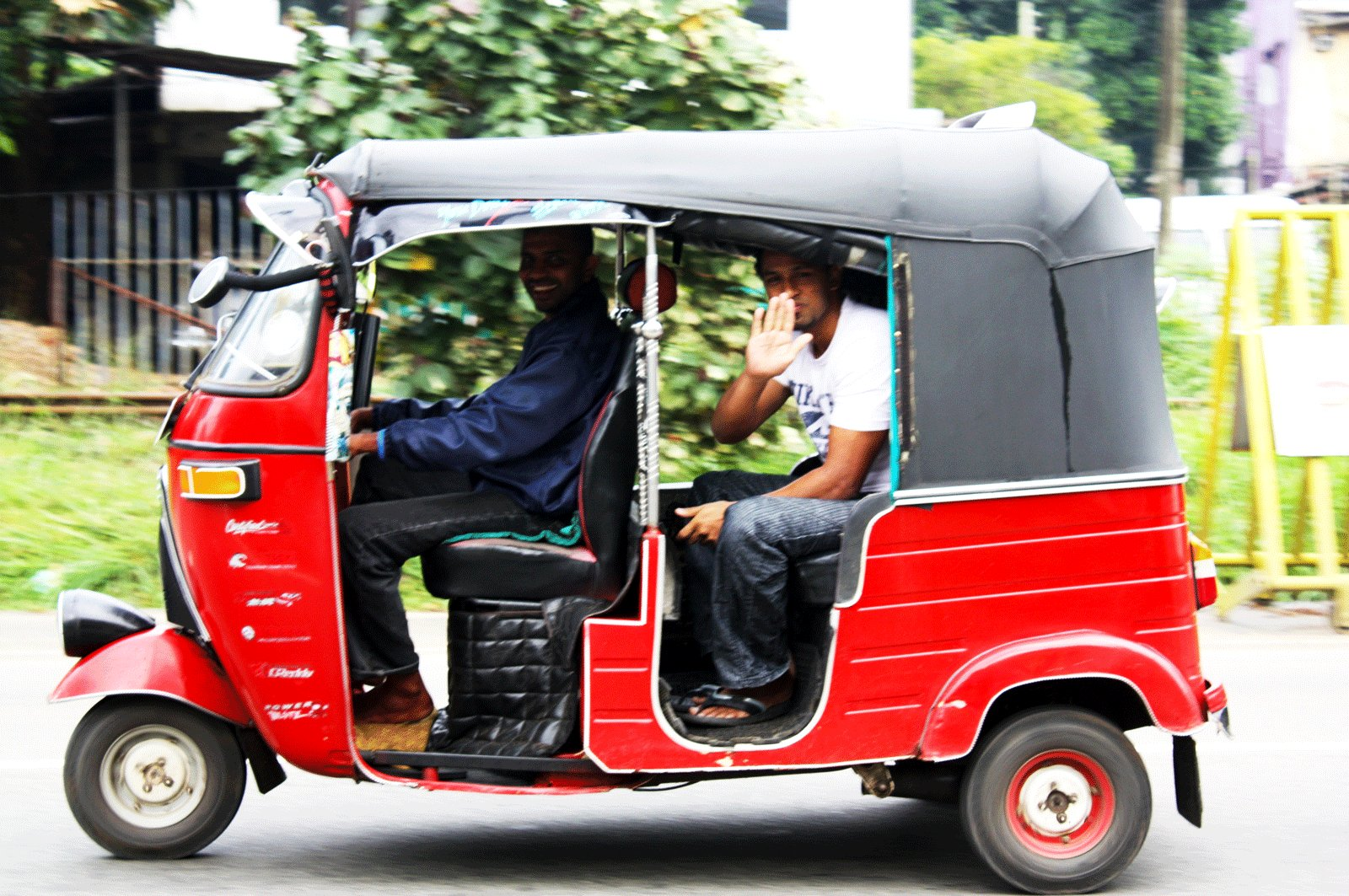 How to take a tuk tuk ride in Kandy