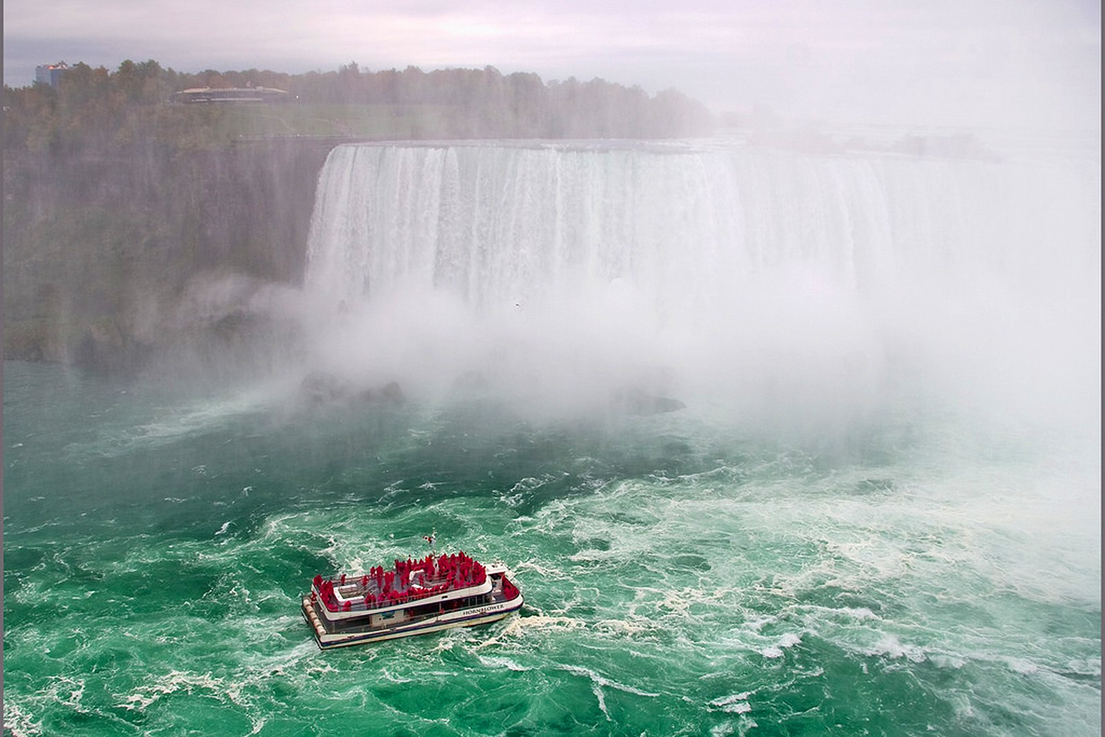 How to take a boat to Niagara Falls in Toronto