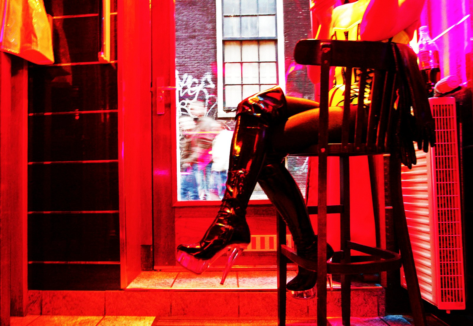 How to watch red light district window displays in Amsterdam