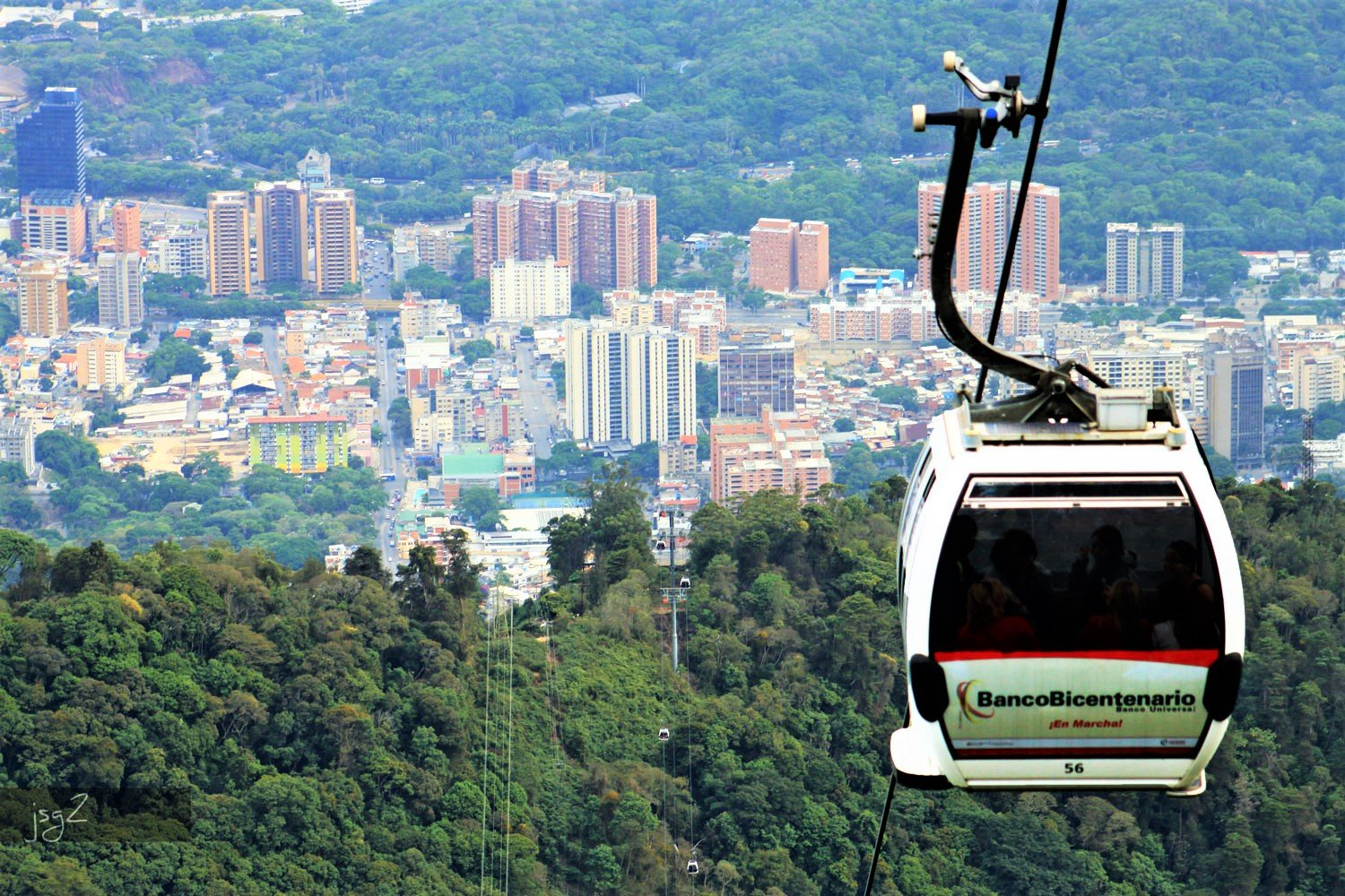 How to take a ride over the cite in a cable way cabin in Caracas