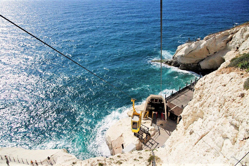 How to go down to grottoes by the world's steepest cable-car way in Haifa