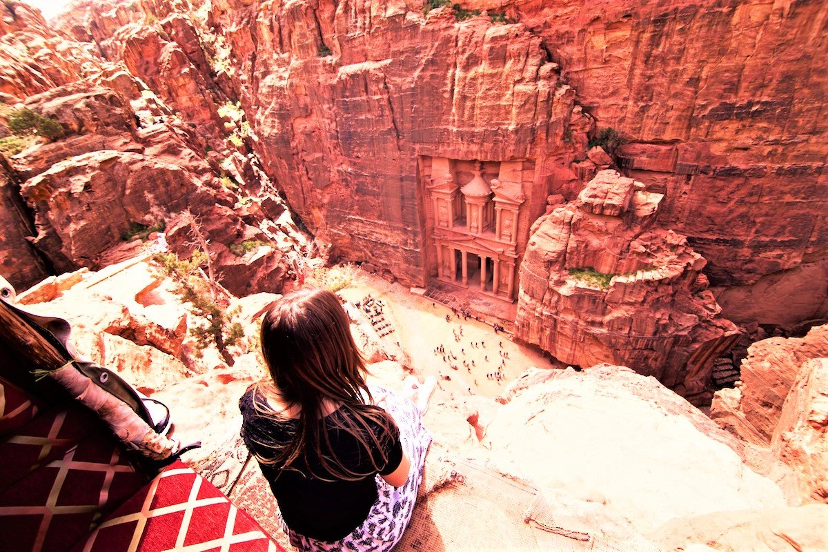 How to visit a 2000-year-old cave city in Petra