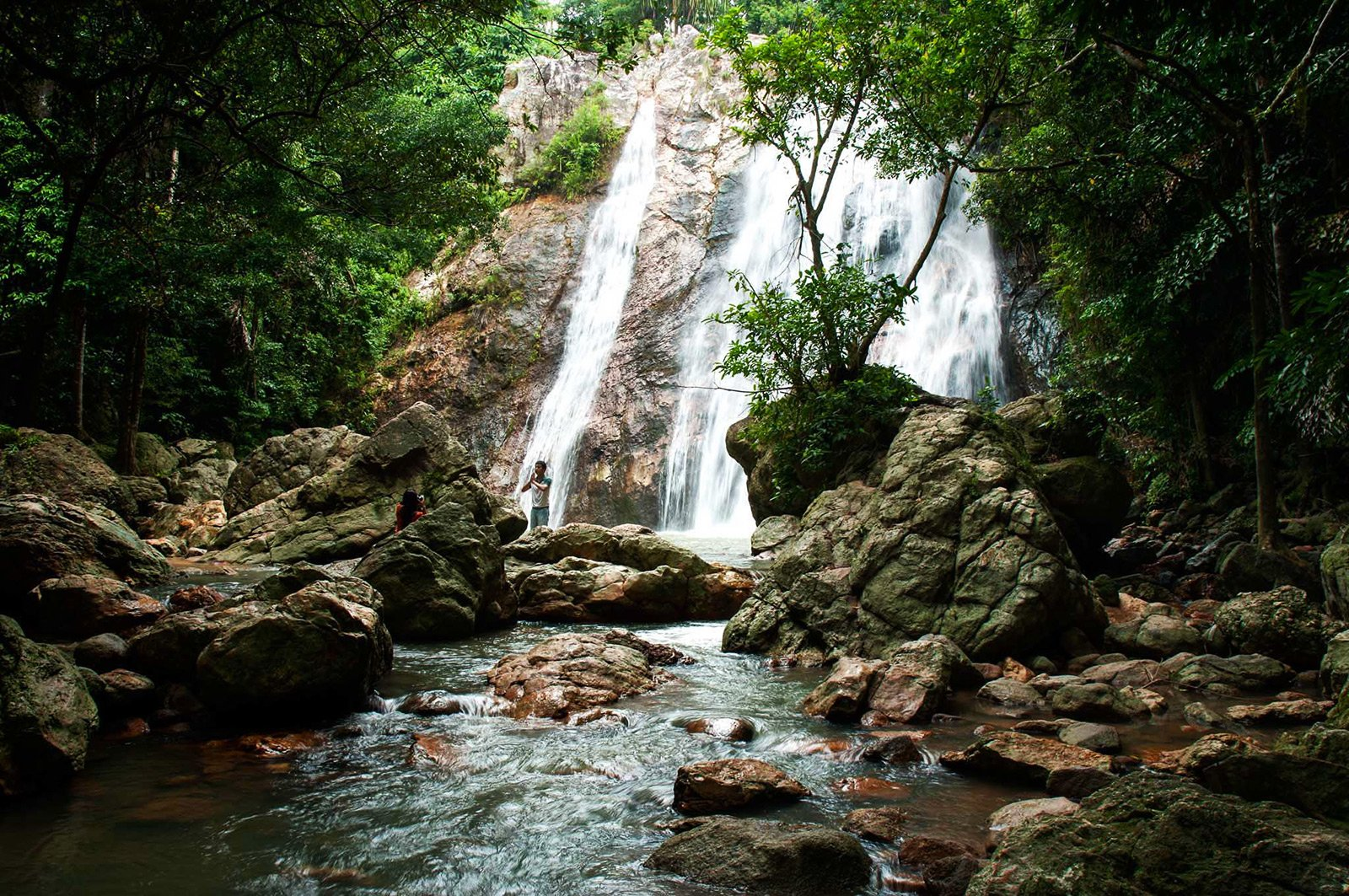 How to swim in Na Mueng 2 Waterfall on Koh Samui