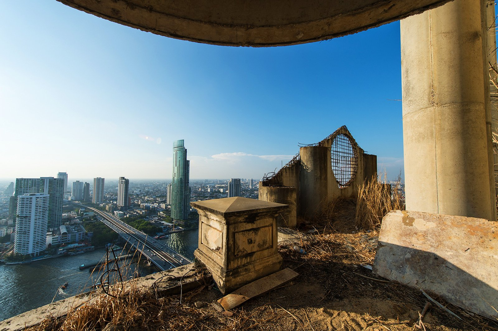 How to climb the Ghost Tower in Bangkok
