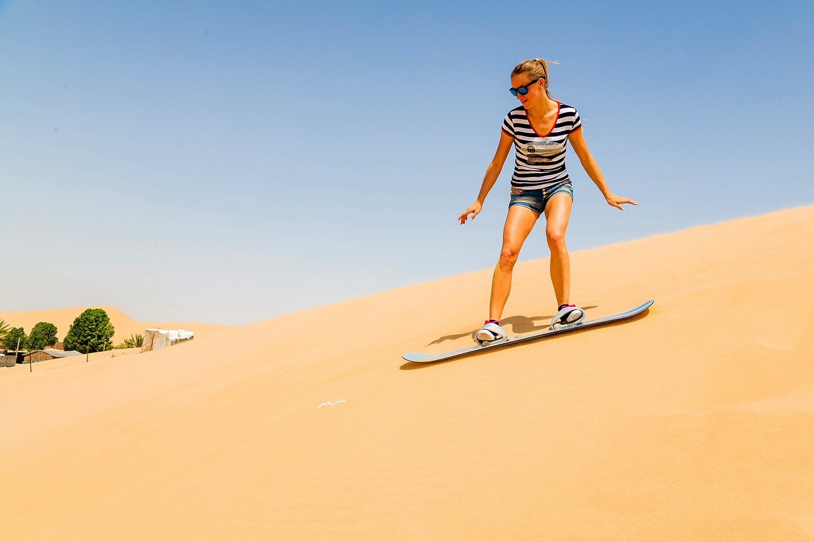 How to try sandboarding on sand dunes in Dubai