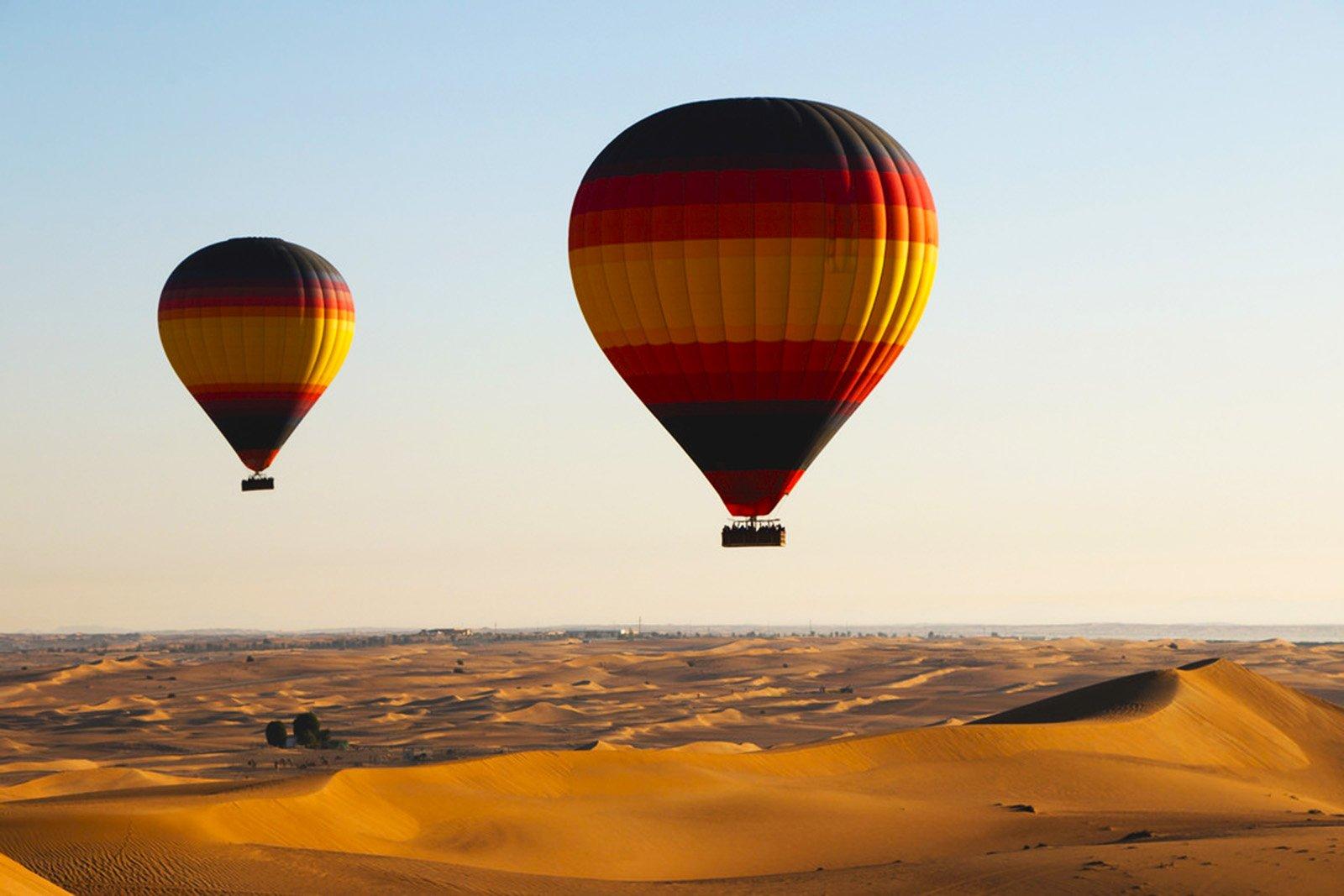 hot-air balloon desert in Dubai