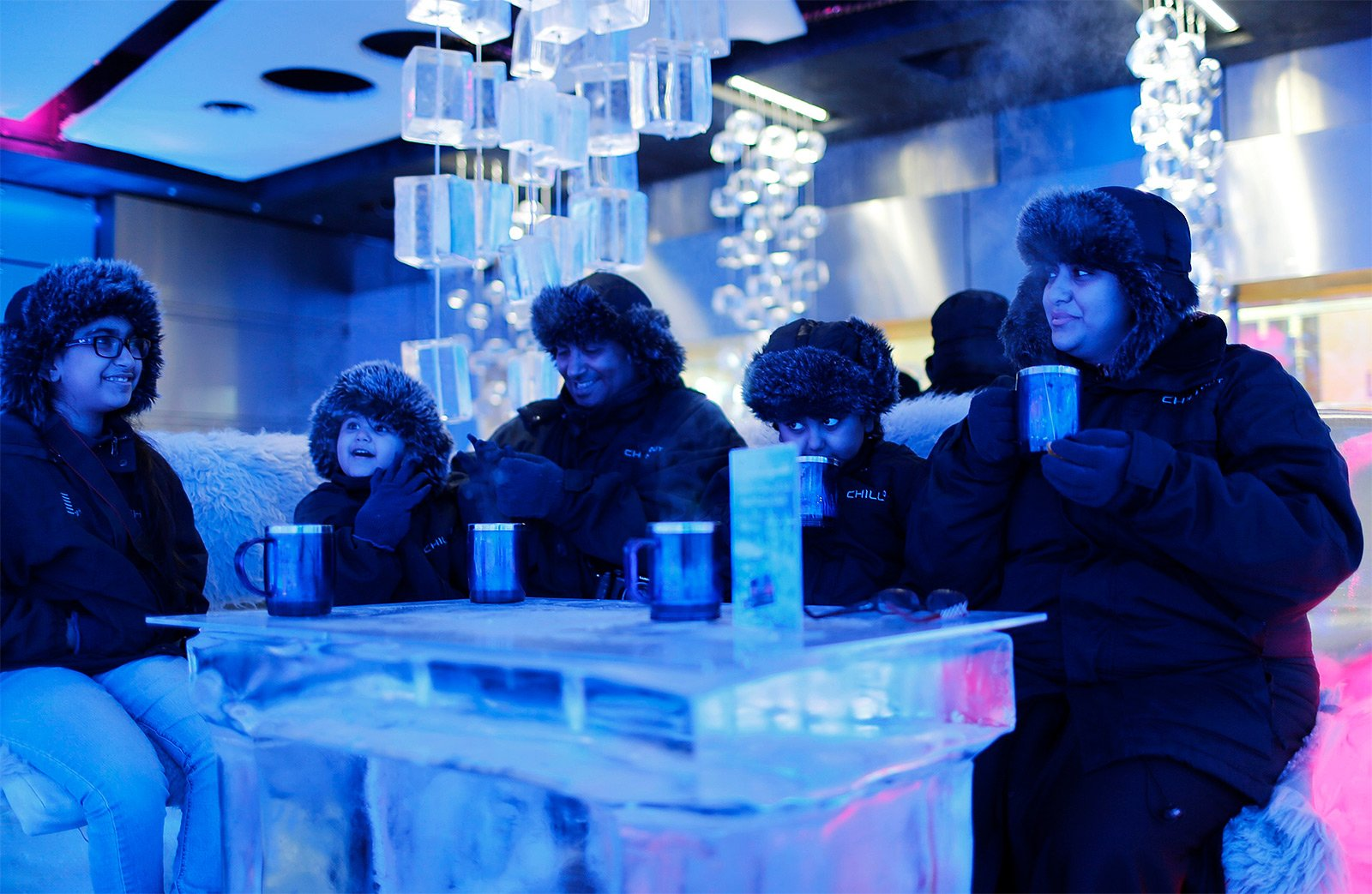 How to drink tea in Ice Lounge in Dubai