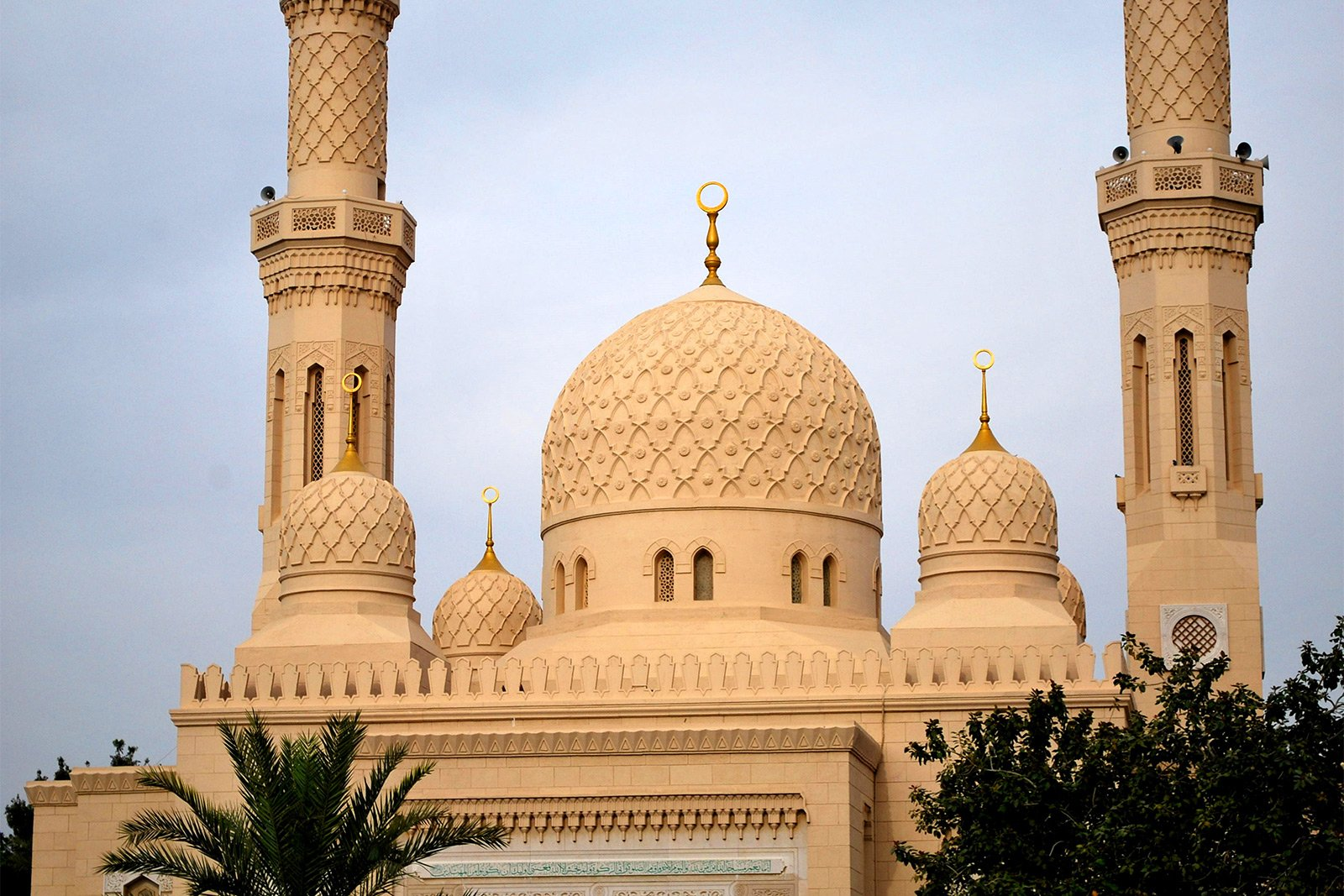 Visit Jumeirah Mosque on 3